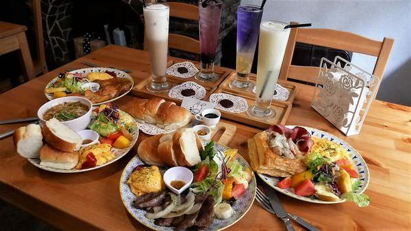 『Mumu小客廳』藏身於巷弄的老屋中*帶著咖啡廳的愜意氛圍,提供現點現做的早午餐點