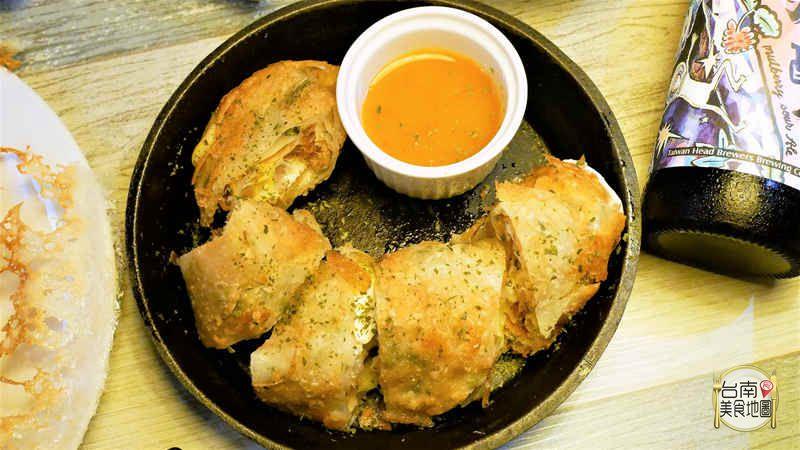 【台南-東區美食】吃晚餐宵夜也可以很享受喔!PUB裝潢輕鬆的氛圍品嘗私房好料理