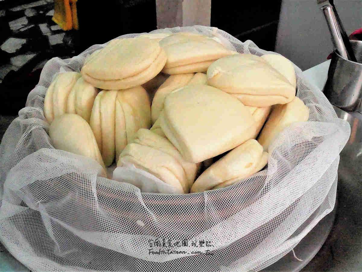 台南推薦銅版價台式漢堡巨無霸掛包小吃-怪獸刈包東安店
