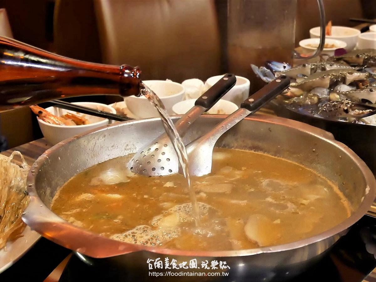 台南中西區冬令進補純米酒麻油雞火鍋秋季螃蟹海鮮推薦-勾勾鍋鴛鴦麻辣火鍋
