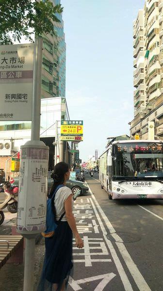 一指一滑,公車盡在掌握之中!【大台南公車APP】結合藍牙Beacon的技術,透過即時連結、定位,清楚知道附近乘車站點及公車到站時間!即日起至106/6/30前下載,還可參加抽獎活動喔^^
